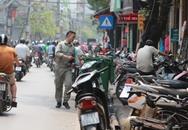 """Hà Nội sau 1 tháng ra quân dọn vỉa hè: """"Dồn"""" xe cộ xuống lòng đường?"""