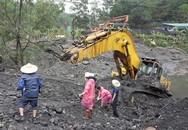 Giải cứu máy xúc 85 tấn chìm sâu dưới bùn lầy