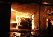 Đang ngủ, đôi vợ chồng đạp cửa tháo chạy khỏi biển lửa