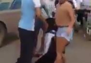 Phát tán clip nữ sinh lớp 11 bị ba phụ nữ đánh trước cổng trường
