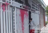 Nghi bị 'khủng bố' bằng bom sơn vì chia tay không trả quà