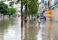 """Hà Nội: Sợ bão số 4 gây mưa lớn, chung cư – biệt thự """"tậu"""" bao cát chặn hầm chống ngập"""