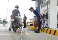 VIDEO: Xem nhân viên cây xăng Nhật Bản cúi rạp người cảm ơn khách