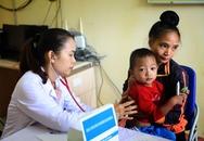 Bệnh viện Nhi T.Ư khám, phát thuốc miễn phí cho trẻ em vùng lũ Trạm Tấu, Yên Bái