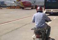 Làm rõ vụ người đàn ông chở hàng chạy xe máy vào khu bay ở sân bay Tân Sơn Nhất