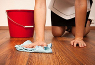 Nhà ai lót sàn gỗ mà không biết cách làm sạch này thì hỏi sao sàn lâu khô và mau hư