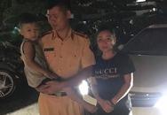 Bé trai bị lạc một ngày ở Hà Nội được trao trả cho mẹ