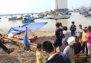 Mẹ gào khóc trước thi thể con trai trôi trên Vịnh Nha Trang