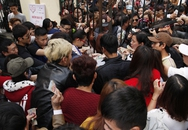 Chen lấn, xô đẩy mới mua được vé vào Lễ hội hoa hồng