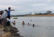 Hàng chục người tìm kiếm học sinh lớp 1 mất tích dưới sông