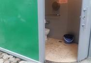Mới mở cửa, nhà vệ sinh công cộng Hà Nội đã tắc, hôi thối