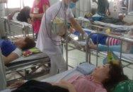 Sau bữa trưa, hơn 60 người nhập viện
