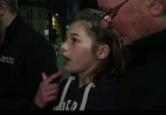 Bé gái khóc nức nở kể lại vụ nổ kinh hoàng khiến 22 người chết