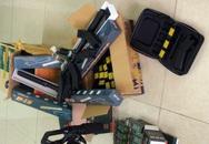 Đà Nẵng: Phát hiện chục khẩu súng, roi điện trên xe khách