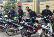 Đoàn rước dâu lái xe máy… bằng chân bị phạt 43 triệu