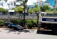 Phát hiện cảnh sát, 2 thanh niên nghi đua xe lao lên vỉa hè, bị thương