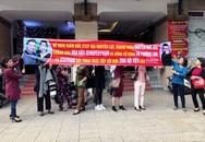 Jennifer Phạm bị trưng ảnh trên băng rôn đòi đối thoại của 2.000 hội viên