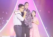 3 mẹ con NSND Hồng Vân ôm nhau khóc trên sân khấu