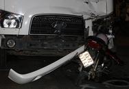 Xe máy đâm vỡ đầu ôtô tải, một người chết