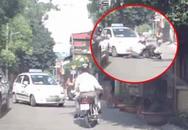 Chó nhà lao ra sủa inh ỏi, người đàn ông giật mình phi thẳng xe máy vào taxi