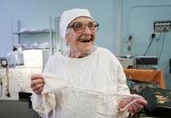 Nữ bác sĩ 89 tuổi vẫn cầm dao mổ 4 lần một tuần