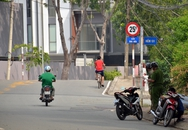 Hai người đàn ông bốc cháy trên cầu ở Sài Gòn