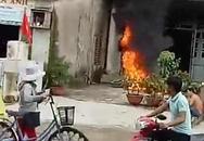 Giận vợ, chồng đốt 2 xe máy