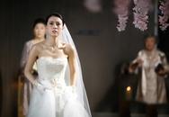 """Cô dâu """"hóa đá"""" vì bị """"cướp trắng"""" chú rể ngay trong lễ cưới linh đình"""