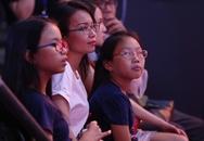Cẩm Ly cùng hai con đi xem em gái làm giám khảo
