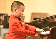 Bé bốn tuổi độc tấu piano thu hút khán giả TP HCM