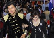 Vũ Hoàng Việt và người tình U60 quấn quýt tại liveshow Khánh Thi