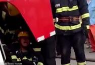 Lính cứu hỏa bật khóc vì không thể cứu vợ mình khỏi đám cháy