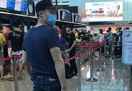 Hoắc Kiến Hoa mua quà cho vợ con ở sân bay