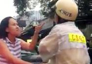 Nữ tài xế liên tục chửi, túm cổ áo CSGT ở Sài Gòn