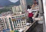 Hiệu trưởng giải cứu nữ sinh định nhảy lầu từ tầng 17