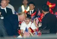 Cậu bé 11 tuổi được Tổng thống Donald Trump tặng hoa là ai?