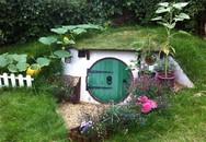 Yêu thích phim Hobbit, anh chàng tự tay xây nhà tí hon cực đẹp ngay trong vườn