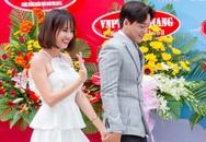 Mai Tài Phến nắm tay 'em gái mưa' Thanh Vy về Kiên Giang giao lưu
