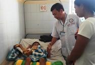 Bé trai 5 tuổi bị nứt sọ khi rơi xuống hố bồn cầu ở trường