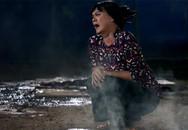 Nghệ sĩ Hữu Châu gào khóc khi gánh lô tô bị cháy trong phim