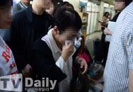 Mẹ nam nghệ sĩ Hàn Quốc khóc nức nở vì con trai chưa tỉnh lại do uống thuốc ngủ quá liều