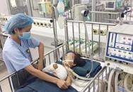 Cánh tay bé gái 5 tuổi dập nát sau tai nạn với xe cẩu