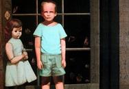 """""""The Hands Resist Him"""": Câu chuyện rùng rợn phía sau bức tranh quái đản nhất được rao bán trên eBay"""