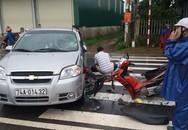 Nam thanh niên bị hất văng lên đầu ôtô sau cú tông trực diện