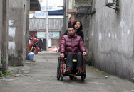 Cô gái tự nguyện bỏ việc để yêu và chăm sóc một chàng trai xa lạ