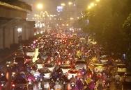 Hà Nội mưa tầm tã, đường tắc nghẹt thở khắp ngả