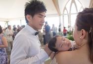 Con trai Đan Trường ngủ say trong lễ rửa tội