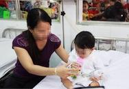 TP.HCM: Mẹ cho tắm liền sau khi bú no, bé gái 20 ngày tuổi sặc sữa ngưng thở