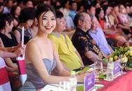'Bản sao Hà Tăng' khoe nụ cười rạng rỡ trên ghế nóng