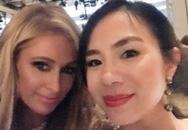 Paris Hilton vui vẻ tạo dáng cùng nữ doanh nhân Việt Nam xinh đẹp
